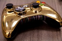 Gizmodo: Xbox 360 Star Wars Edition Hands On - C-3PO Controller (02)